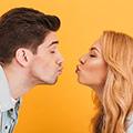 Et par tæt på at kysse
