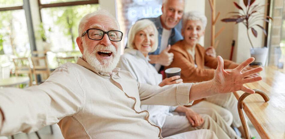 Som pensionist begynder dine led ofte at knirke og blive smertefulde. Der er heldigvis råd at hente med de rigtige næringsstoffer.