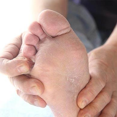 Kold og svag følelse i fødder og hænder?